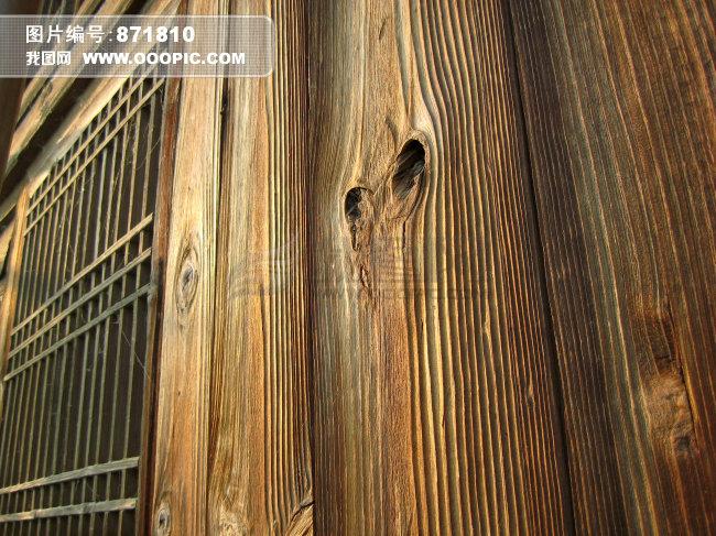 木窗与木板墙木板墙上的纹理中式木窗与木板墙杉
